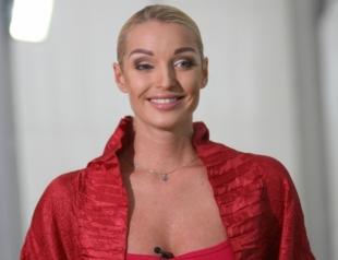 Анастасия Волочкова начала экономить: балерина отказалась от новых платьев, отдыха на Мальдивах и забрала дочку из элитной школы