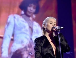 Кристина Агилера произвела фурор на American Music Awards 2017 с песнями Уитни Хьюстон (ВИДЕО)