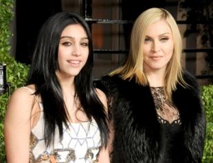 Дочку Мадонны раскритиковали за волосатые подмышки (ФОТО)