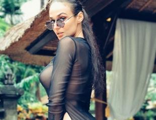 Мокрая девочка: обнаженная Алена Водонаева украсила обложку Maxim