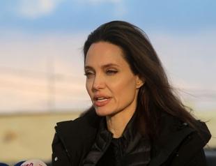 Анджелина Джоли вместе с дочками отправилась в лагерь сирийских беженцев в рамках благотворительной программы (ФОТО)