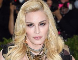 Королева эпатажа Мадонна показала шокирующий массаж вилками (ВИДЕО)