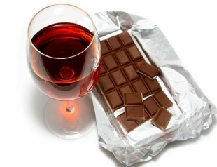 Против вирусов: неожиданная польза шоколада и красного вина