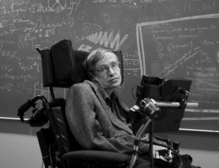 На 77-м году жизни скончался знаменитый физик Стивен Хокинг