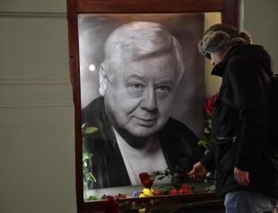Невозможно сдержать слез: в Москве попрощались с Олегом Табаковым (ФОТО+ВИДЕО)