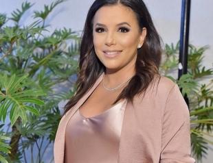 Ева Лонгория перед родами отправилась в отпуск с мужем: новые фото беременной актрисы