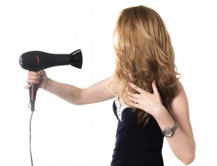 Пять самых распространенных ошибок при сушке волос феном