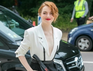 Эмма Стоун в элегантном ретро-костюме блеснула на светском мероприятии (ГОЛОСОВАНИЕ)