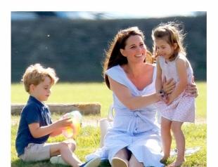 Кейт Миддлтон на прогулке с детьми покорила демократичным нарядом за 2000 гривен