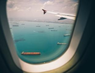 Плейлист для путешествия: какую музыку слушать в самолете