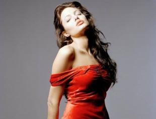 Анджелина Джоли негодует: Брэд Питт не платит алименты на детей?