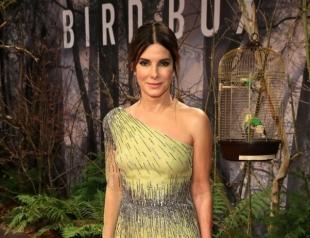 Сандра Буллок в лимонном платье блеснула на премьере в Берлине (ФОТО)