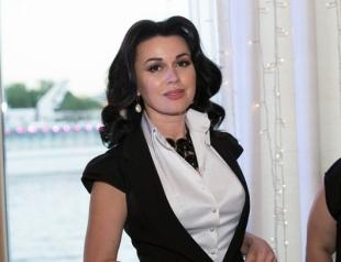Рожала или нет: в Сети подозревают, что Анастасия Заворотнюк воспользовалась услугами суррогатной матери
