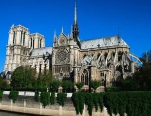В Париже загорелся Нотр-Дам де Пари: видео и подробности происшествия