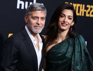 """Выход дня: Джордж и Амаль Клуни на премьере мини-сериала """"Уловка-22"""" (ФОТО)"""