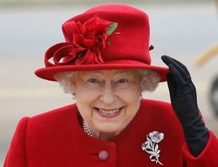 Елизавета II в ярком образе и с мужем появилась на официальном приеме в Виндзоре (ФОТО)