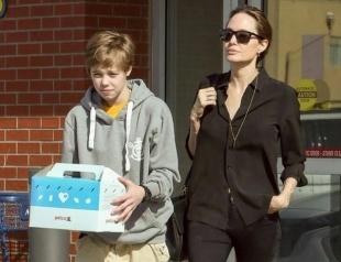 СМИ: 13-летняя дочь Анджелины Джоли и Брэда Питта собралась сменить пол