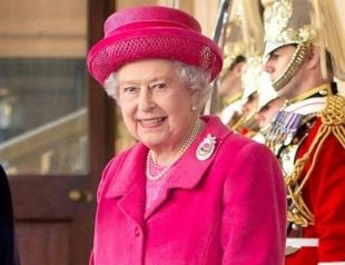 Елизавета II в образе цвета фуксии посетила финал турнира по поло (ФОТО)