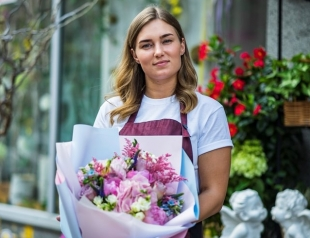 Секреты флориста: варианты букетов на все случаи жизни, приметы и как продлить жизнь цветам в вазе