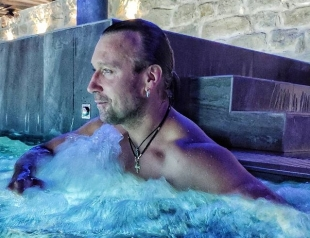 Интрига дня: Олег Винник признался, кто его фотографировал на отдыхе