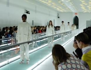 Скандал на Неделе моды в Милане: модель Gucci устроила протест прямо на показе (ФОТО+ВИДЕО)