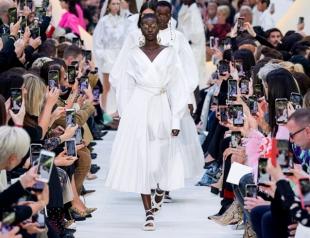 Идеальный белый найден: обзор коллекции Valentino весна-лето 2020