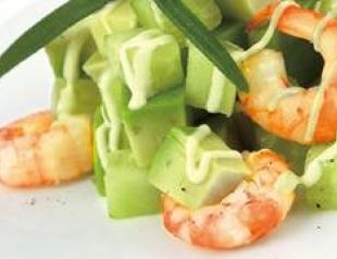 Салат из авокадо с креветками