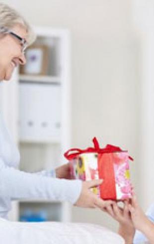 Выбираем подарок для любимой мамы