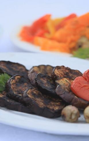 Овощи на мангале с йогуртным соусом. Видео-рецепт