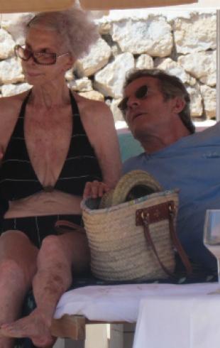 87-летняя герцогиня Альба с 62-летним мужем отдыхает на Ибице
