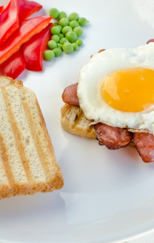 Что приготовить, если спешишь на работу: идеи для быстрого завтрака