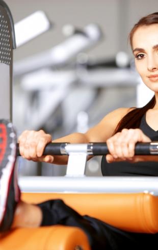 Как заниматься в тренажерке: полная программа тренировок для девушек на 3 дня