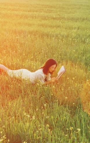 Что читать летом: 5 книг с юмором для хорошего настроения