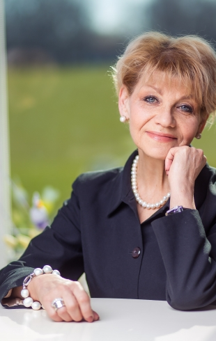 Выиграй сертификат на 1000 грн – посещение школы госпожи Адаменко