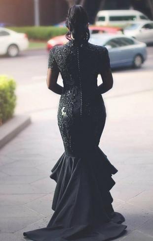 Невеста в трауре: девушка устроила красивую свадьбу в черном цвете
