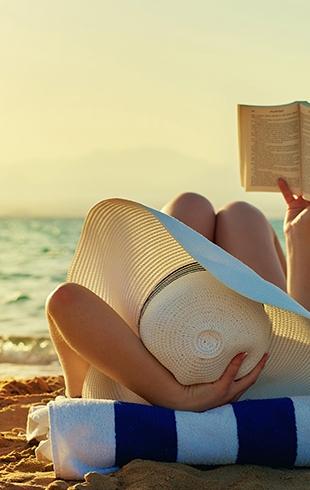 Чтиво на лето: какие книги взять с собой в отпуск