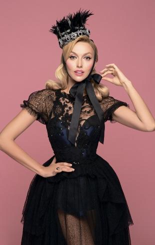 Оля Полякова удивила переменами во внешности: Суперблондинка с карэ и челкой (ФОТО)