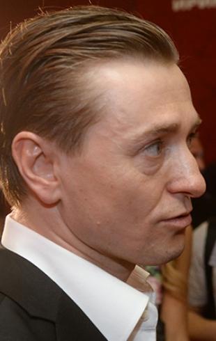 Сергей Безруков запретил бывшей жене говорить об их совместном прошлом