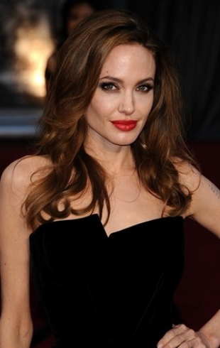 Жена Джейми Дорнана запрещает ему сниматься в фильме с Анджелиной Джоли, боясь за свою семью