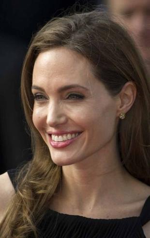 В кожаном и черном: Анджелина Джоли удивила мрачным образом в сумасшедшую жару (ФОТО)