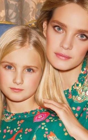 Семейный look: Наталья Водянова с 11-летней дочерью носят одинаковые купальники (ФОТО)