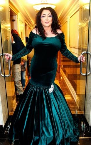 """Лолита ответила на оскорбления Лены Миро и припугнула ее наказанием: """"Зато толстенькие все замужем, и у нас есть секс"""" (ВИДЕО)"""