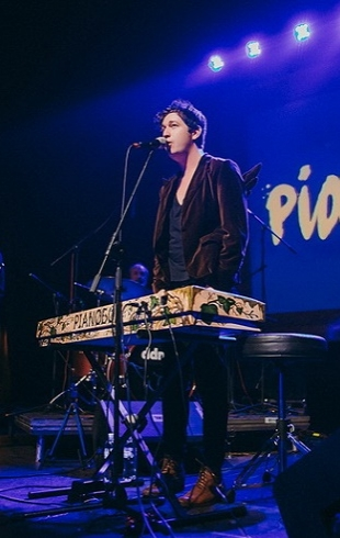 Участник Х-фактора стал специальным гостем на сольном концерте группы Pianoбой