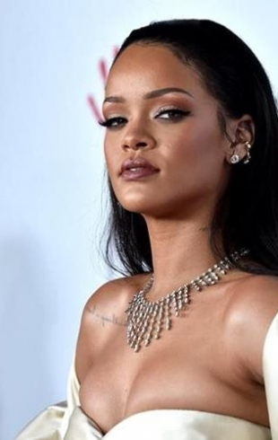 """""""Дело не в моих чувствах"""": Рианна гневно прокомментировала рекламу Snapchat за унижение жертв домашнего насилия (ФОТО)"""