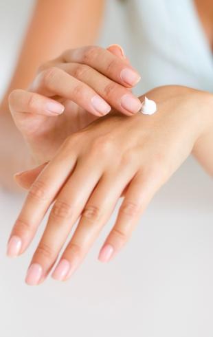 Гоммаж и скраб: главные отличия и что выбрать для чувствительной кожи