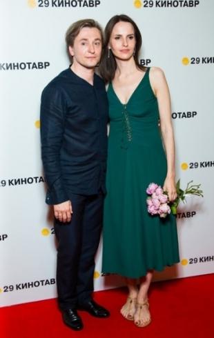 Сергей Безруков и Анна Матисон впервые вышли в свет после новости о беременности