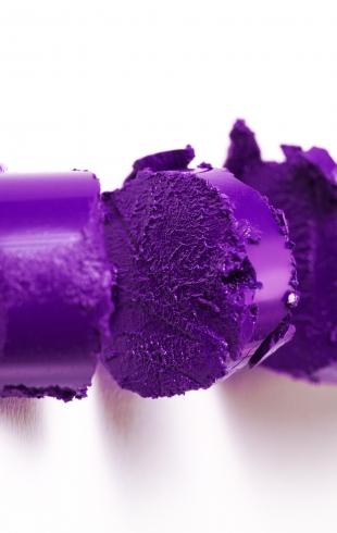 Фиолетовая помада: необычный тренд, который подойдет не каждому