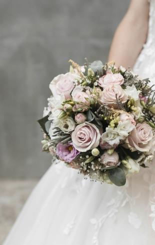 Свадебные прически 2019: как сочетать укладку с фатой