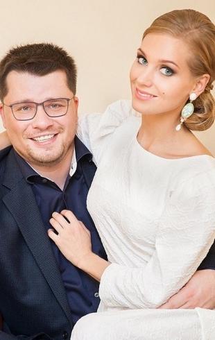 """""""А где розовое?"""": дочь Кристины Асмус и Гарика Харламова выбирает """"свадебное"""" платье (ВИДЕО)"""