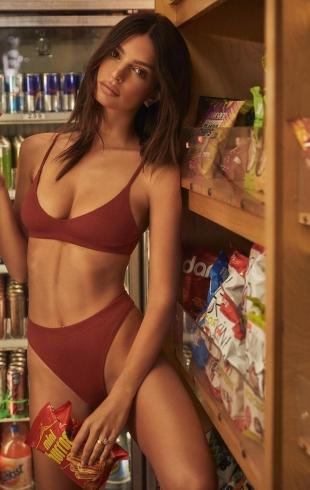 Американская модель Эмили Ратаковски: почему в приоритете не тренировки, а правильное питание?